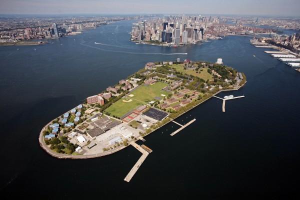 ve may bay di new york _ Governors Island