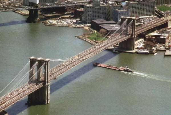 ve may bay di new york _ The Brooklyn Bridge