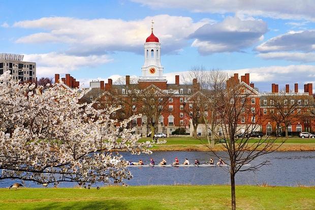 Đặt vé máy bay đi Boston để có cơ hội tham quan trường Đại học Harvard